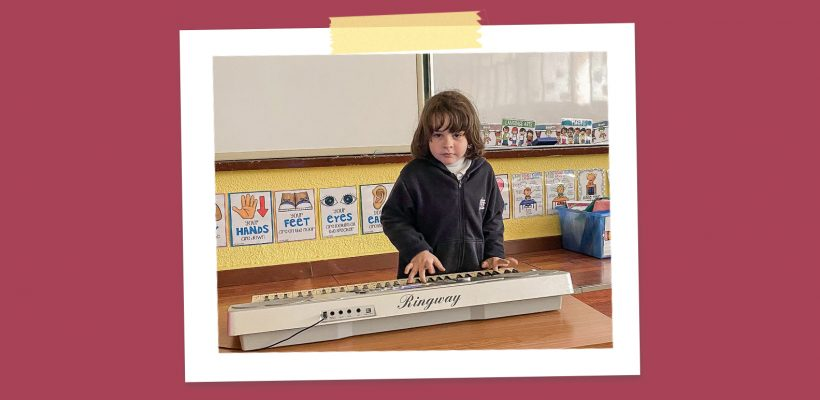 Junior School – Grade 1: Genadi with his synthesizer sets the mood of coming back to school playing happy tunes for his classmates.